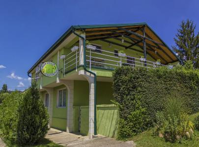 Green_House_001.jpg